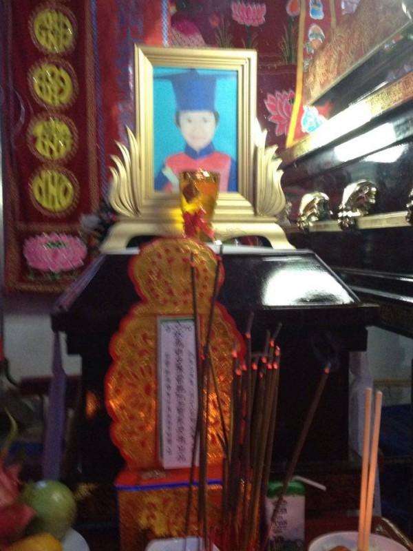 Nhất tâm cầu nguyện một cánh Oanh Lam lìa đàn