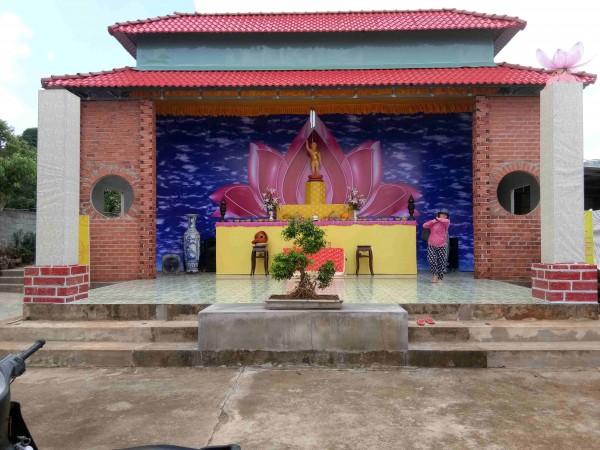 Khánh Long  mừng Phật Đản