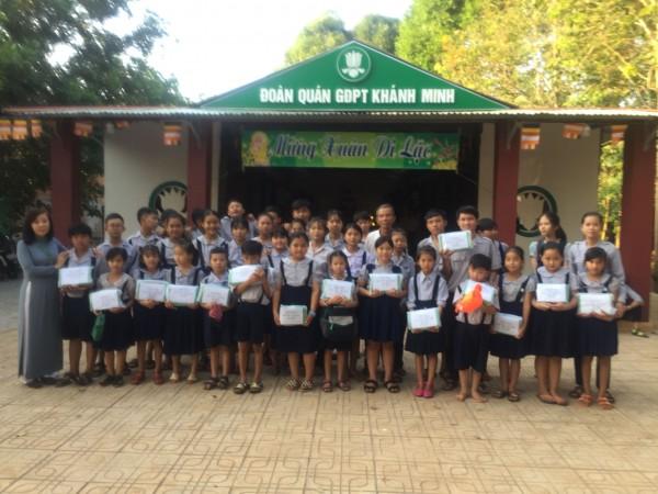 GĐPT Khánh Minh tặng quà tết cho những đoàn sinh khó  khăn và người neo đơn tại địa phương